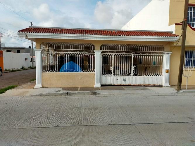 Se vende casa en Villa Satélite