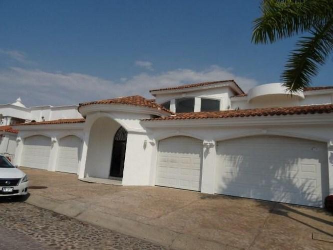 Se vende residencia en La Marina Mazatlán